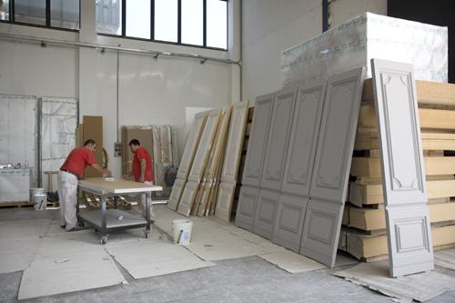 Produzione e montaggio arredi per boutiques di alta for Montaggio arredi