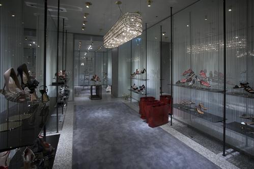 Ristrutturazione boutiques di alta gammasice previt for Valentino via turati milano